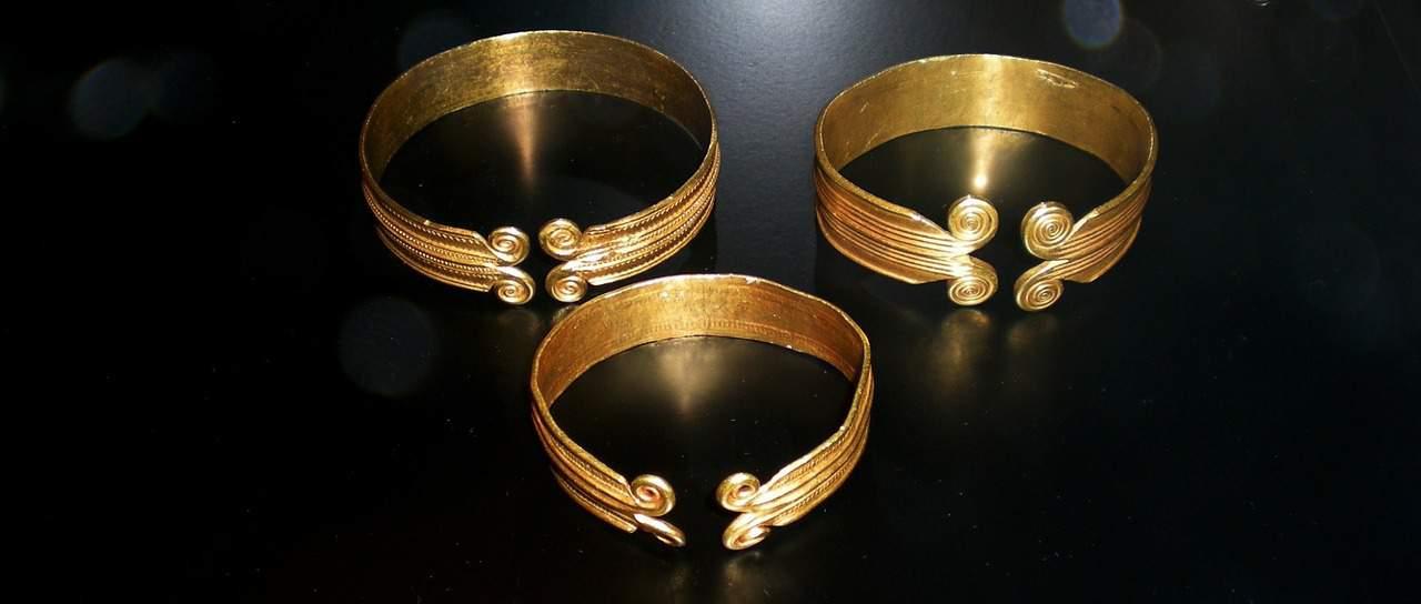 Bronze-bracelets